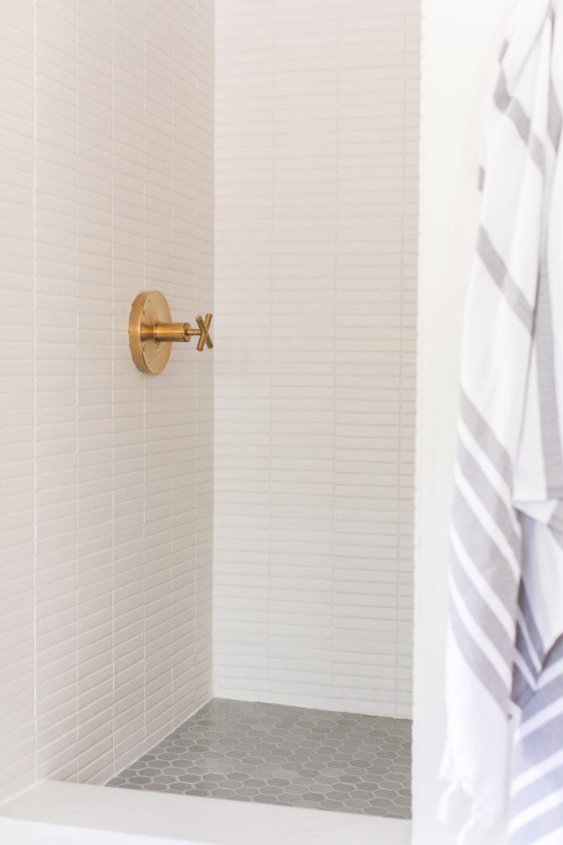 2018_Q3_image_residential_influencer_Sugar__Charm_Designer_sarah_sherman_samuel_photog_Zan_Passante_bathroom_floor_shower_tile_mosaic_hexagon_2_london_fog_sugar_1x6_stacked_full